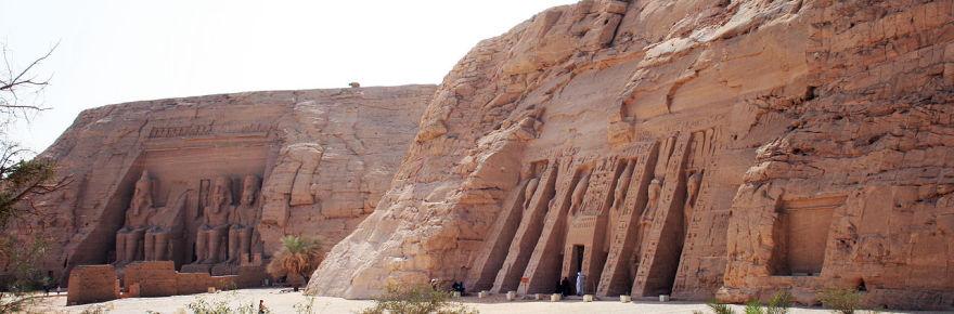 1280px-Abu_Simbel_Egypt_12